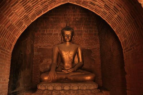 Buddha statue, Bagan