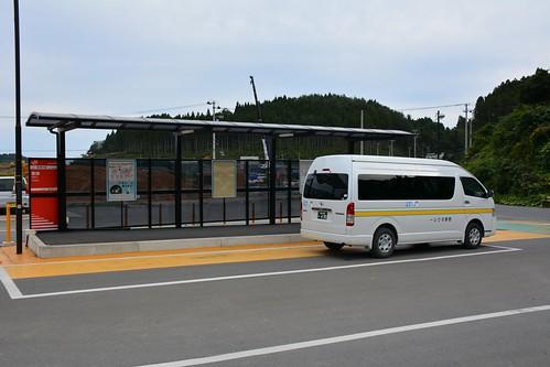 歌津駅:乗合バスがBRT駅に乗り入れた