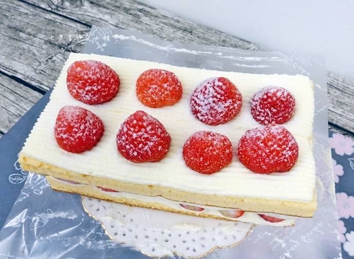 4 士林宣原烘焙蛋糕專賣店-雙層草莓蛋糕一開訂即秒殺爆單的超人氣限定美食!