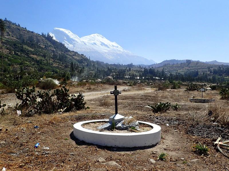 Yungay, pueblo soterrado por un terremoto-alud el año 1970. 20.000 personas murieron en cuestión de minutos.