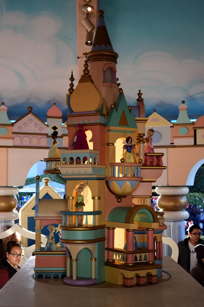 disneyland visit christmas day 2015 fantasyland its a small world toy shop