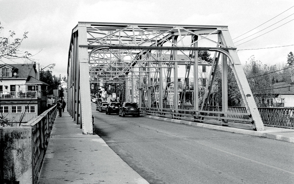 The Iron Metcalfe St. Bridge_