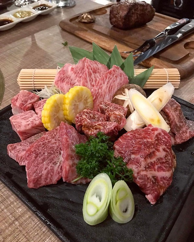 Still thinking about the lovely platter of Hokkaido #beef and Kagoshima #wagyu from Renga-ya at CHIJMES. Prices are reasonable for the quality you get. #yakiniku #JapaneseBBQ
