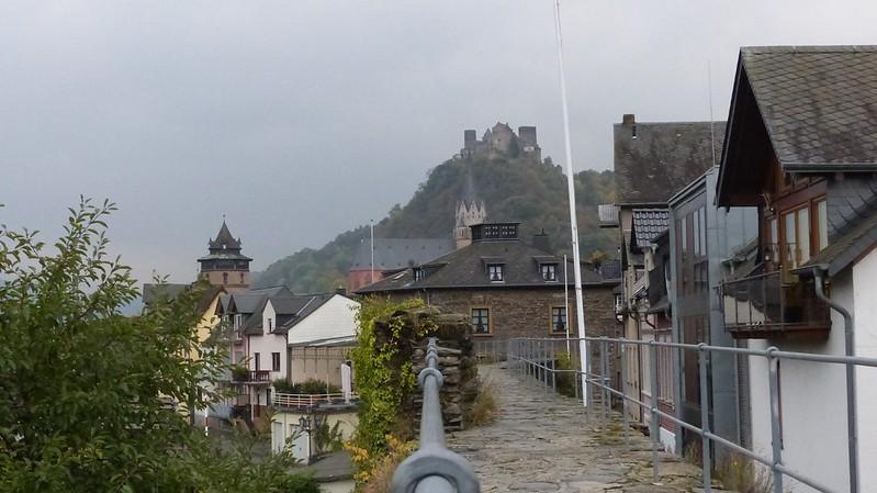 Blick zur Schönburg von der Stadtmauer Oberwesel aus