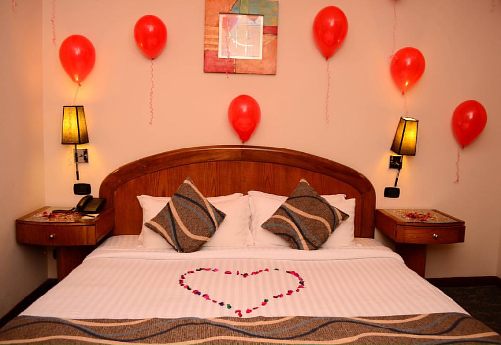 #Honeymoon #Room #decoration #red #Flowers #