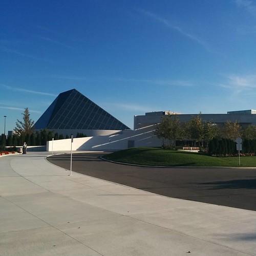 Entering #toronto #agakhanmuseum #architecture