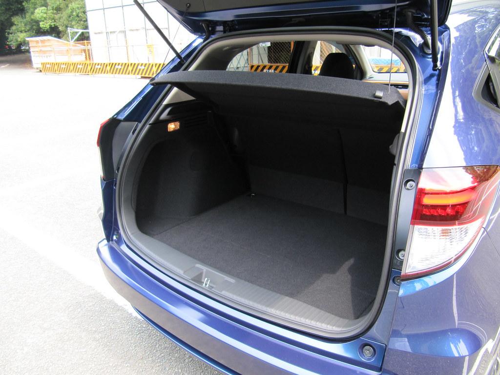 HONDA VEZEL (HR,V) HYBRID Z luggage area ホンダ・ヴェゼル ハイブリッドZ