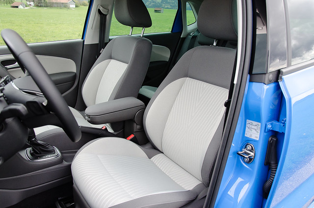 Подлокотник между креслами в Volkswagen Polo рестайлинг