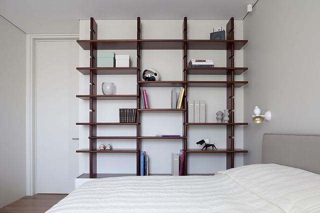 Restrained and luxury residence by Form Bureau Sundeno_26