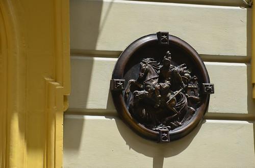 Ein Ritter mit Pferd und gezogenem Schwert