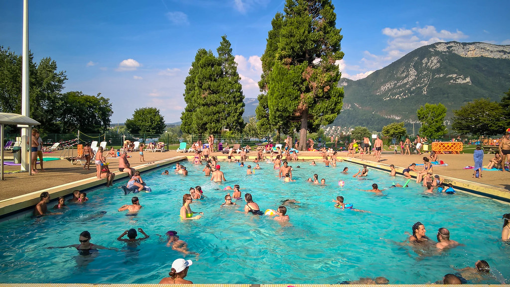Public swimming pools in danger of chlorine