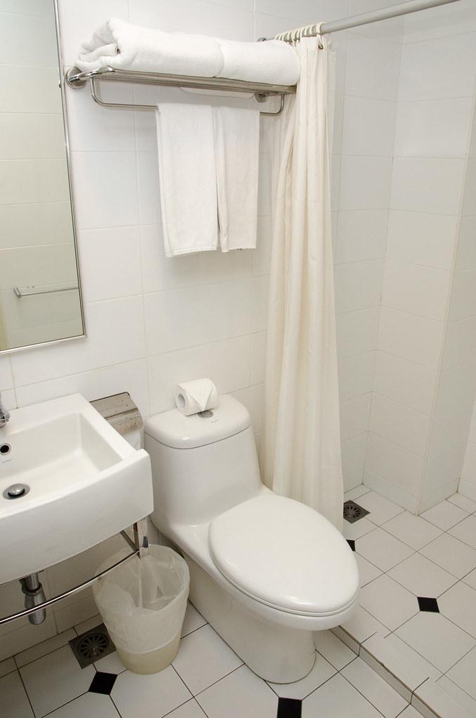 Hotel Puri Melaka's washroom