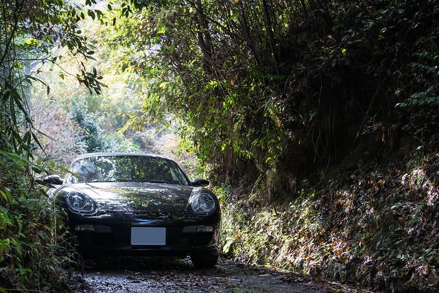 山道とスポーツカー