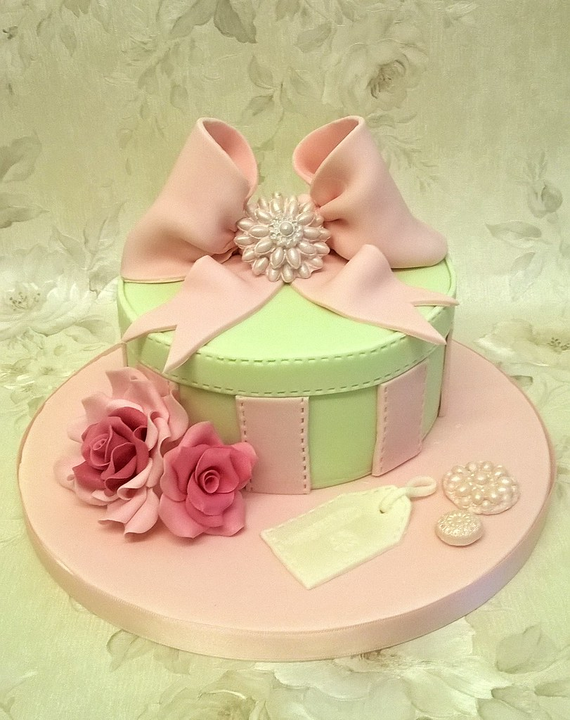 Hat Box Birthday Cake | When you end up making your own Birt… | Flickr