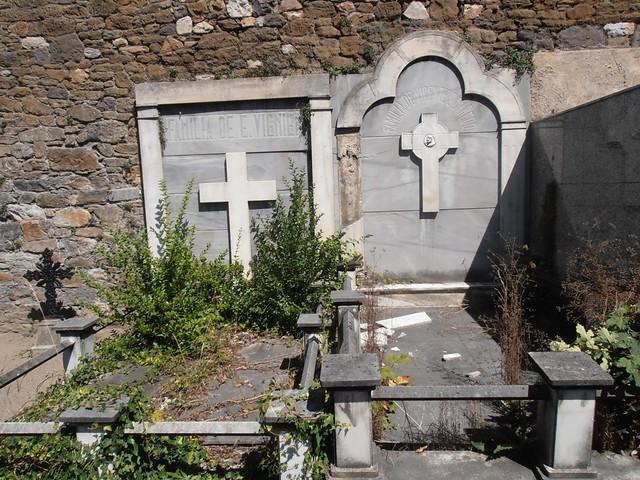 Cementerio municipal de Mieres. Un recorrido entre sus tumbas.