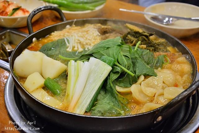 韓國首爾美食|馬鈴薯排骨湯조마루감자탕–地鐵東廟站,24小時不歇業的馬鈴薯排骨湯