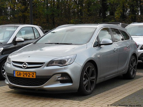 opel astra j sports tourer 1 6 turbo opc line 30 07 2015. Black Bedroom Furniture Sets. Home Design Ideas