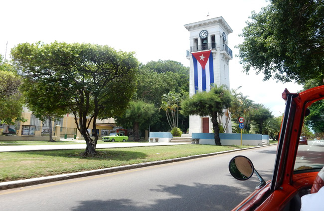 monument-cuban-flag