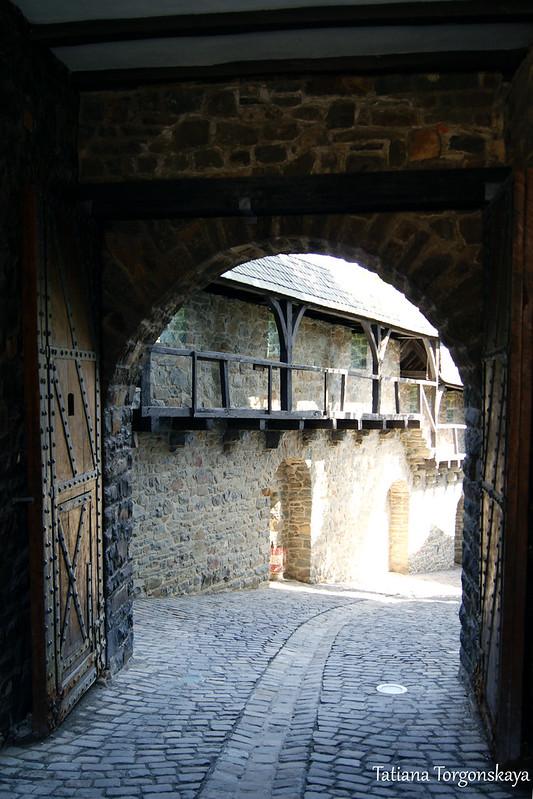 Ворота возле бергфрида