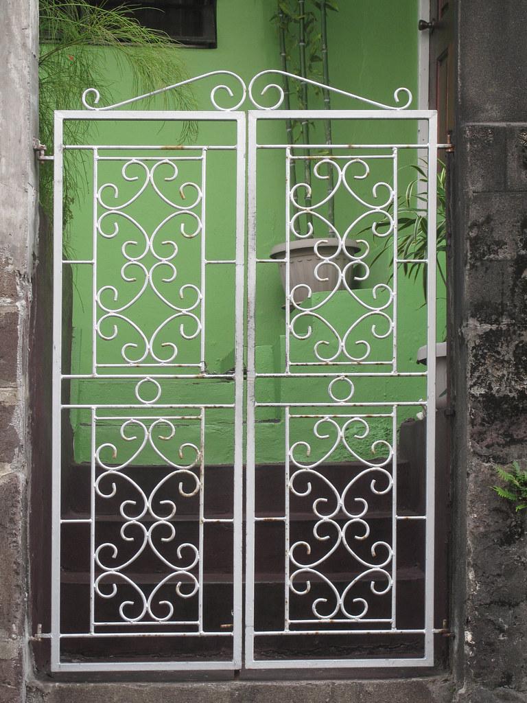Merveilleux ... Door Grate, Basseterre, St. Kitts   By Lucepics
