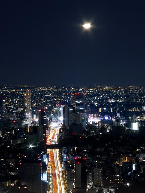 半月と深夜の東京