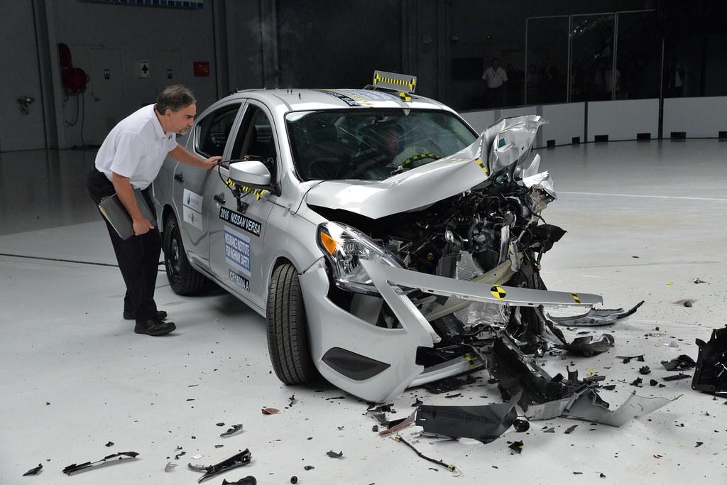 Car To Car Crash Test Nissan Tsuru Nissan Versa Global Ncap