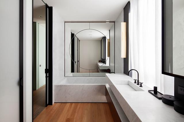Restrained and luxury residence by Form Bureau Sundeno_19