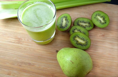 Kiwi-and-Pear-Green-Juice | by Farm Fresh To You -