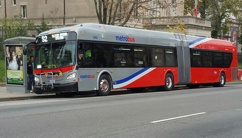 WMATA New Flyer XDE60 60' articulated Metrobus | by BeyondDC