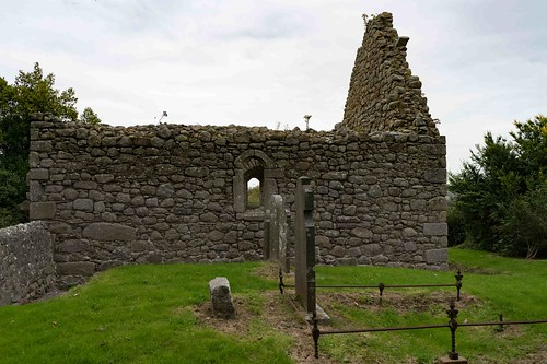 TULLY CHURCH AND THE LAUGHANSTOWN CROSSES [SEPTEMBER 2015] REF-108602 | by infomatique
