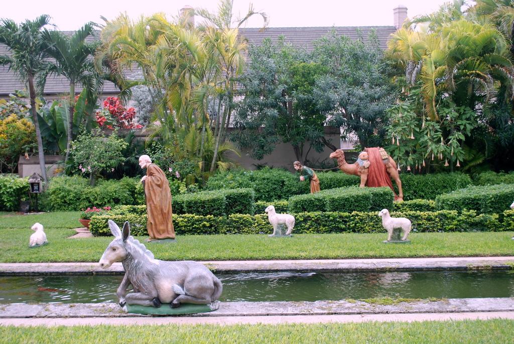 ... Bethesda By The Sea Episcopal Church   Palm Beach, FL   Cluett Garden    Preparing