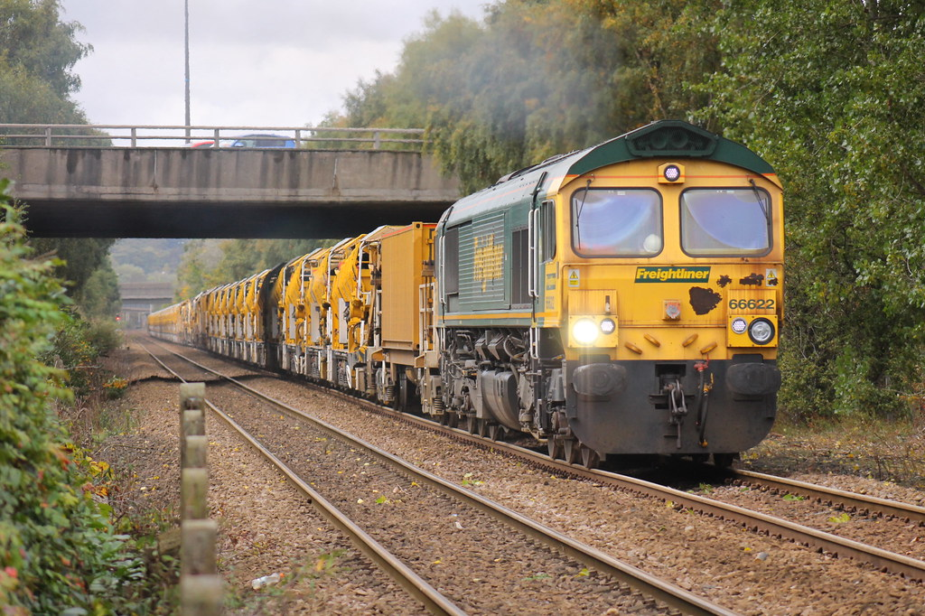 ... 66622 leads, with 66619 on the rear, an Upperby Bridge Junction to Tyne  Yard