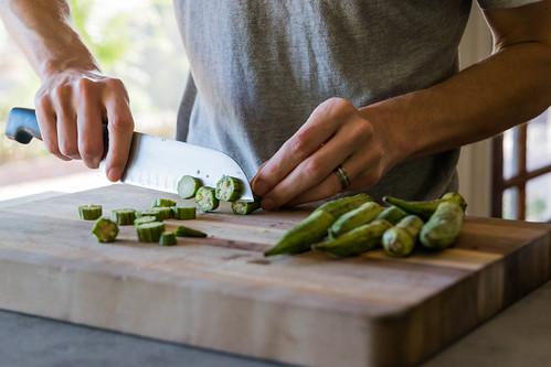 slicing okra