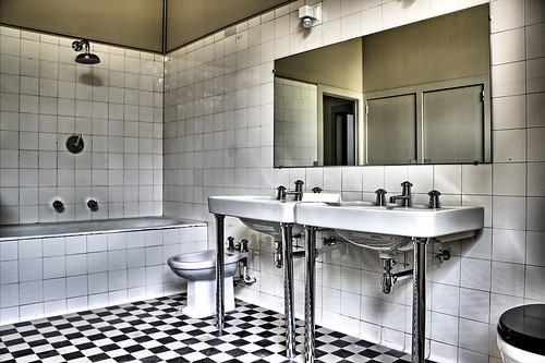 Villa cavrois salle de bain thomas lessieu flickr for Salle de bain english