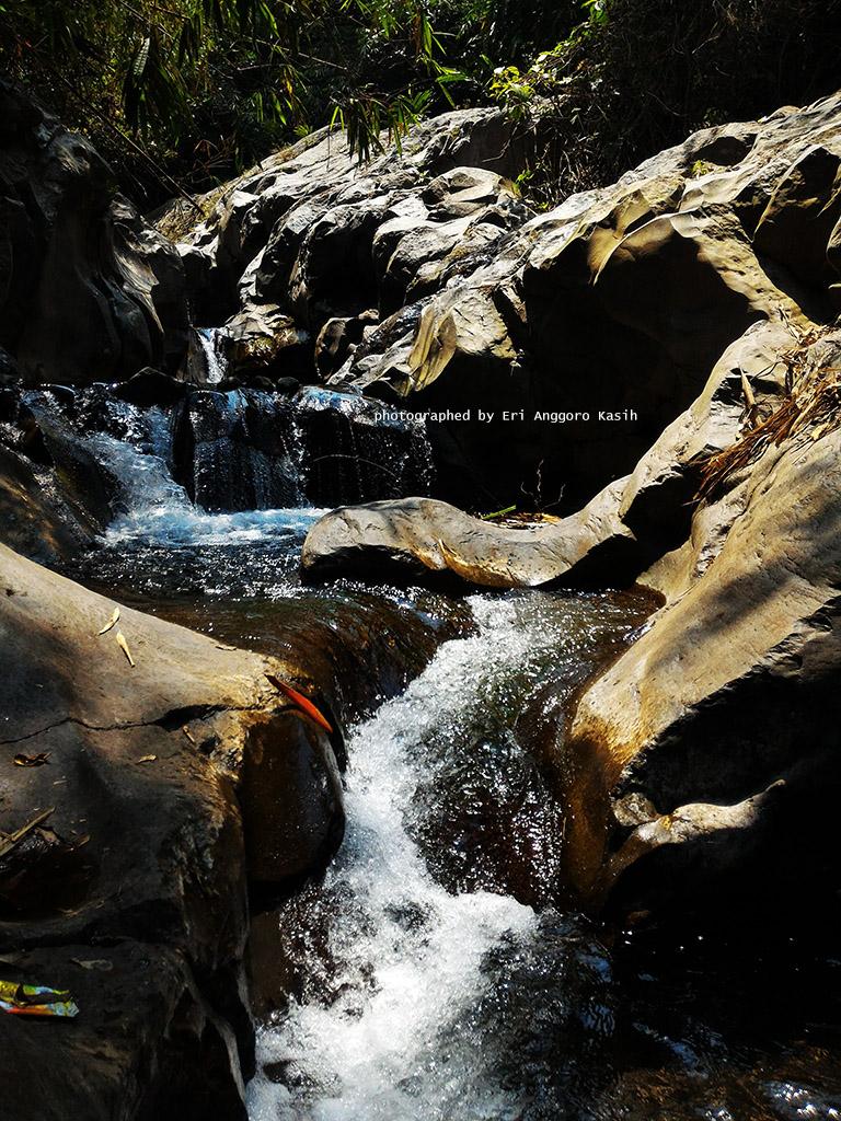 Jernihnya air di Curug Badak Tasikmalaya.