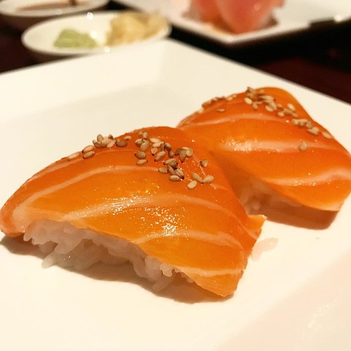 The hype is real! The flavor and fish quality from 🐟@sugarfishbynozawa is top notch. This popular LA restaurant has finally opened in NYC, offering a solid value given the quality of their fish. Welcome to NY. 👌😋 💯 #sugarfish #sushi #