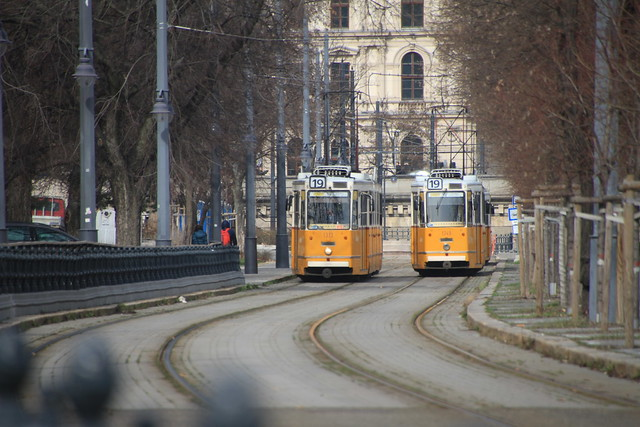 2 trams Budapest
