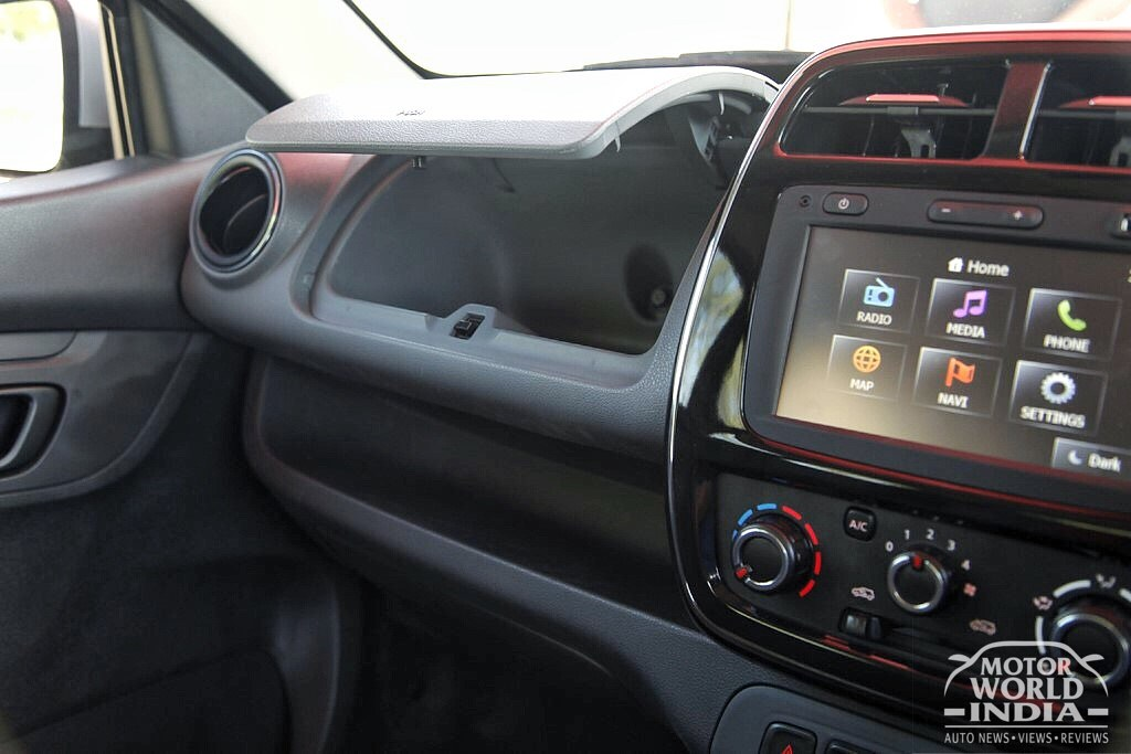 Renault-Kwid-AMT (7)