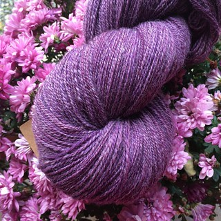 714 meters, 200 grams, 2-ply merino and baby alpaca #spinning #spinnvilt #spinnersofinstagram #jegspinnergarn #alpaca #merino #majacraftrose #trønderrokk #purple #lilla | by TanteUll