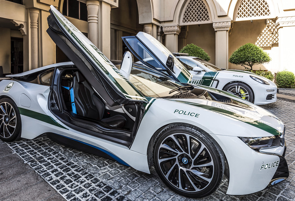 Look Who Stop By The Main Entrance Today Bmw I8 Dubai Pol Flickr