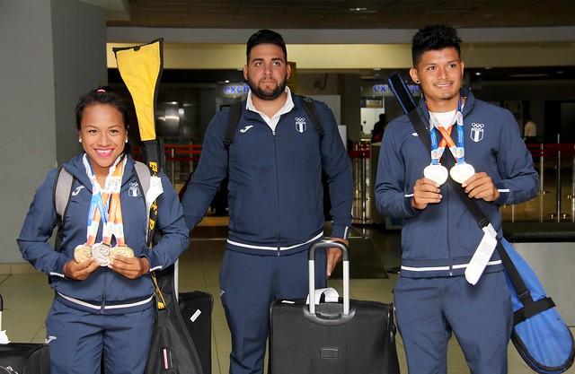 Recibimiento medallistas de canotaje en Iquique