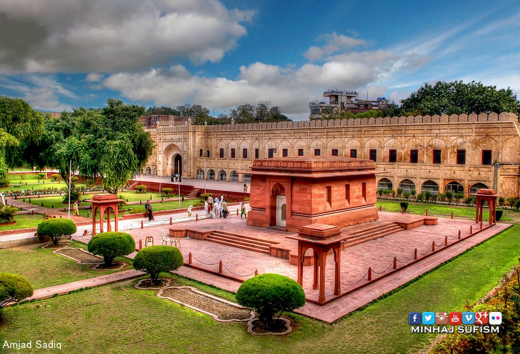 The Mausoleum Of Sir Allama Muhammad Iqbal Mazaar E Iqb Flickr
