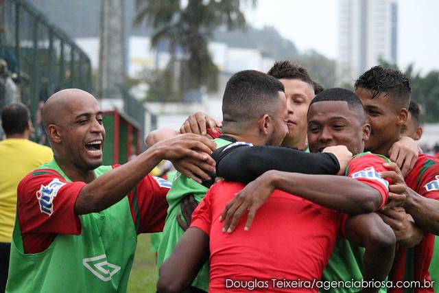 Gol do atacante Lucas Lino selou o empate entre Portuguesa Santista e Taboão da Serra