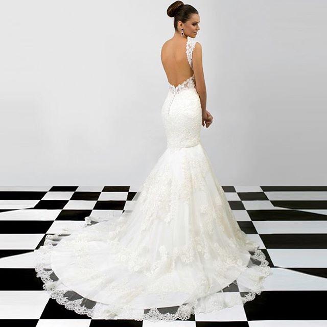 b3e38ebafbf355 ...  bruid  bruiloft  bruidsjurk  bruidsmode  trouwen  trouwjurk  bride   bridalwear