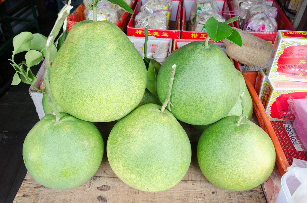 Sweet pomelo at one of the shop in Jonker Street.