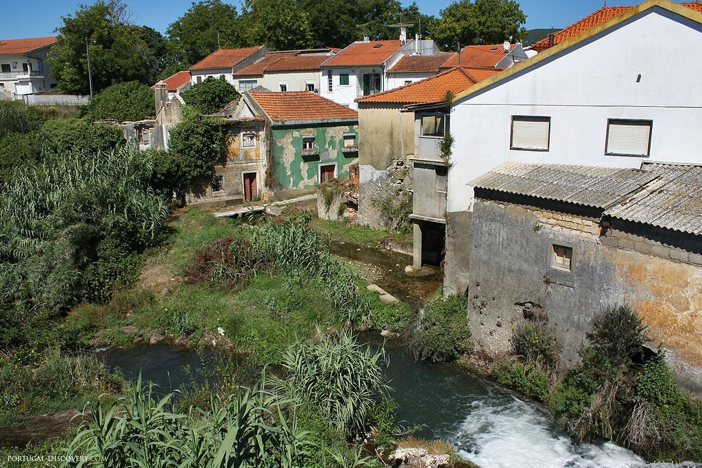 Les maisons en ruines attestent bien de l'ancienneté de Redinha