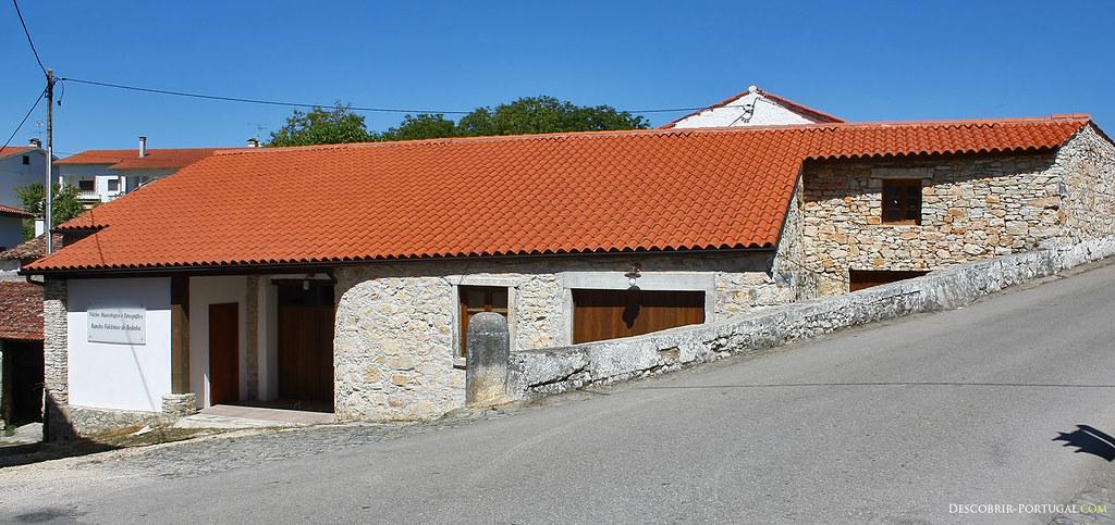 Cette ancienne maison de pierre restaurée sert aujourd'hui de centre culturel