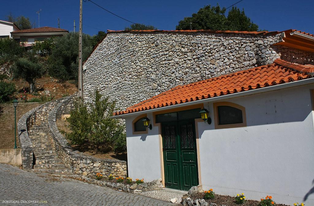 Les anciennes maisons sont construites en pierre