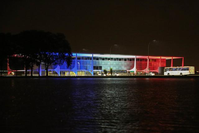 14/11/2015 Palácio do Planalto recebe iluminação em homenagem à Paris