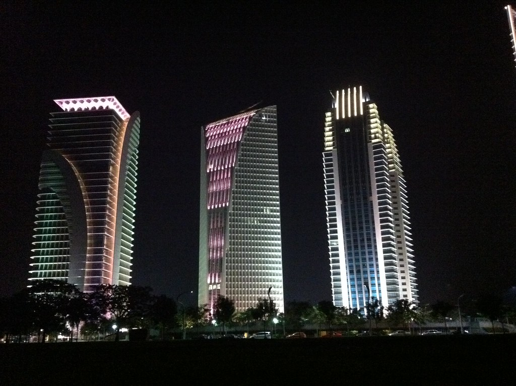 Facade lighting - 4G8, 9 n 10 | anak tok we jusoh n mok we yah ...: https://www.flickr.com/photos/rusdi3713/5979740754/